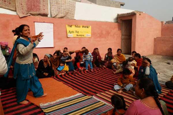 tto-ngo-woman-teaching